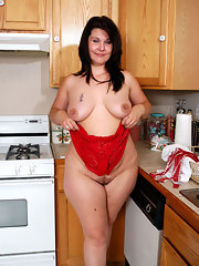 bbw kitchen brunette porn
