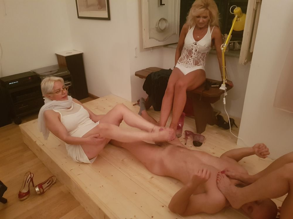 foot house wife fetish