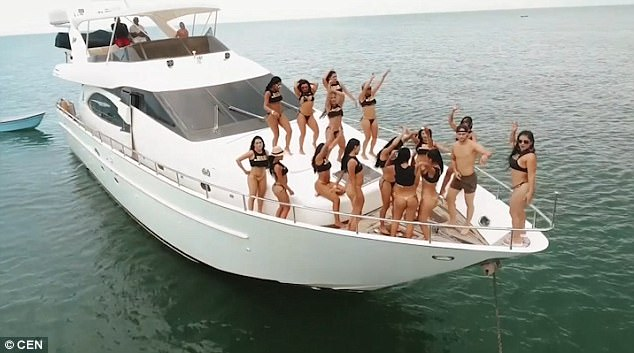 nude house boat rental