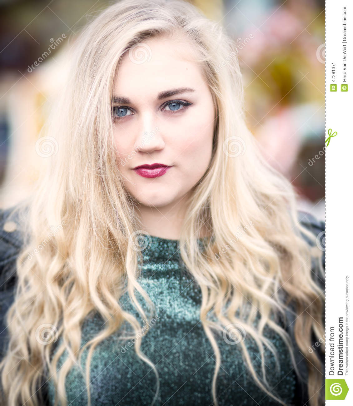 eye green teen blonde